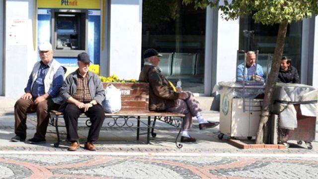 Son Dakika: 65 yaş üstü vatandaşların sokağa çıkma yasağı devam edecek