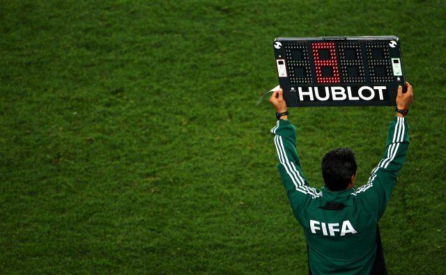 Son Dakika: IFAB, oyuncu değişikliği sayısını 3'ten 5'e yükseltti